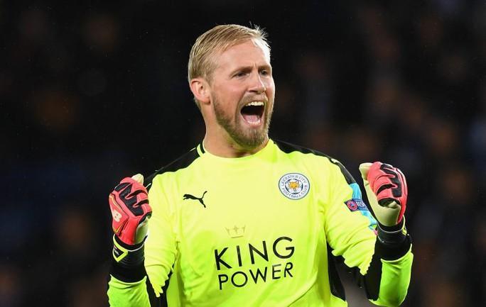 Thủ môn Kasper Schmeichel góp công lớn trong kỷ lục của Leicester