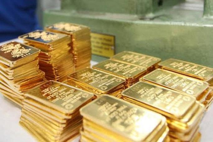Giá vàng thế giới lao dốc nhưng vàng trong nước vẫn đủng đỉnh