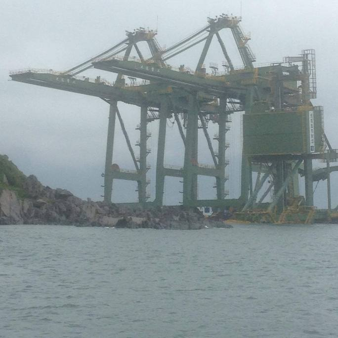 """3 giàn cẩu """"khủng"""" của Formosa được phát hiện trôi dạt ở gần đảo Hòn La (Quảng Bình)"""