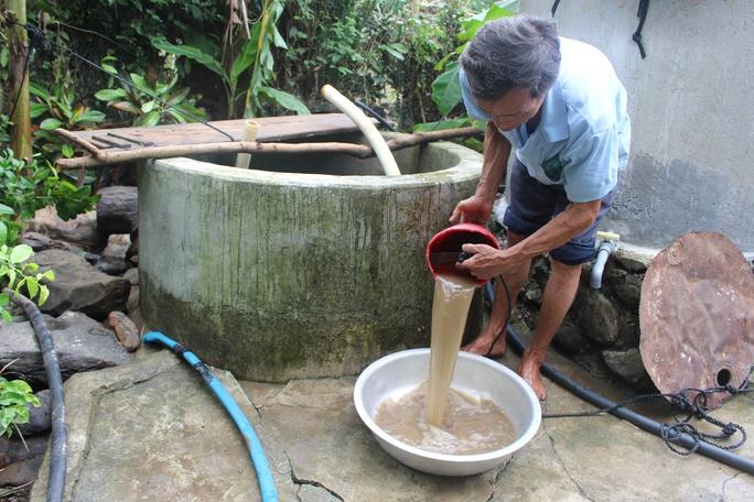 Sau lũ, người dân thôn Mỹ Phú 2, xã An Hiệp đối mặt với dịch bệnh vì nguồn nước bị ô nhiễm nặng