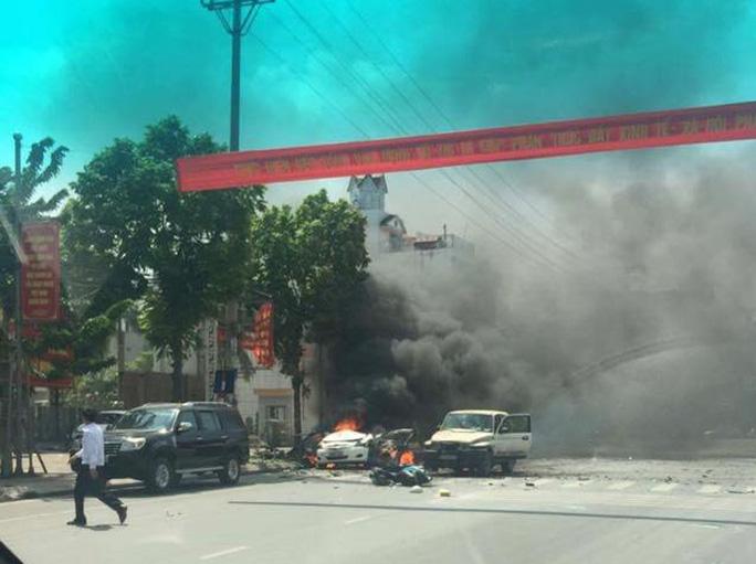 Hiện trường lúc mới xảy ra vụ nổ cháy taxi ở TP Cẩm Phả