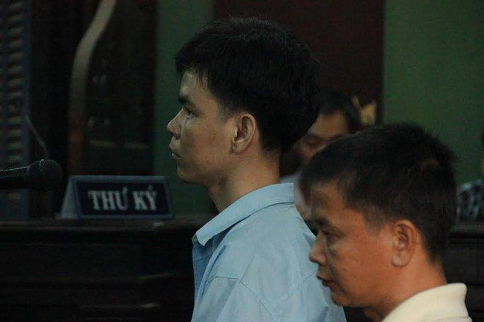 Bùi Thanh Hoài (áo xanh) và Lương Tuấn Khanh tại phiên phúc thẩm