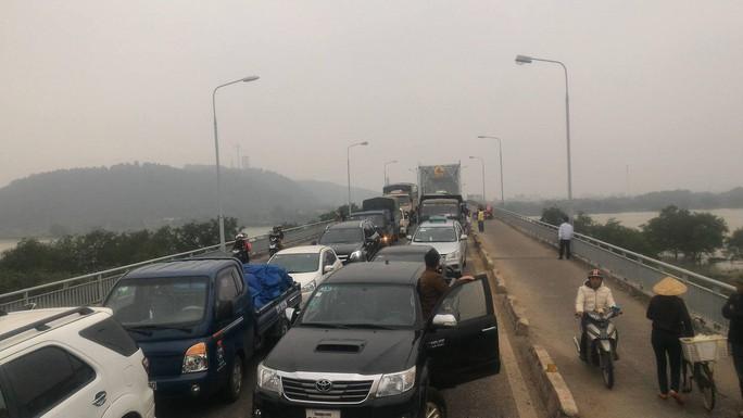 Vụ việc khiến giao thông bị ùn tắc. Ảnh: Người dân cung cấp
