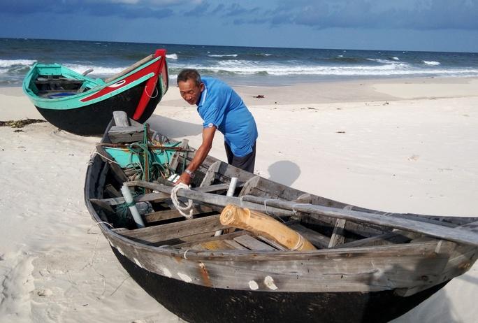Dù sự cố ô nhiễm môi trường biển đã trôi qua nhưng hiện nay, nhiều phương tiện đánh bắt hải sản ở tỉnh Quảng Bình vẫn nằm Ảnh:Hoàng PHÚC