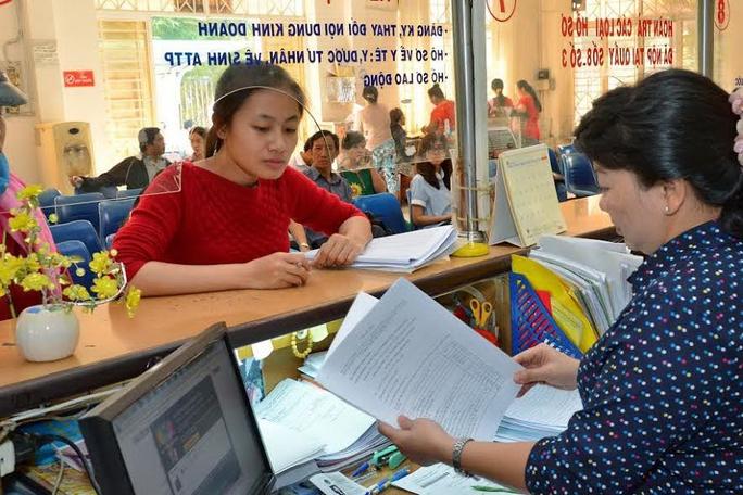 Từ 16-12, tổ chức, cá nhân không cần đến trụ sở mà có thể thực hiện thủ tục hành chính qua dịch vụ bưu chính công ích Ảnh: Tấn Thạnh