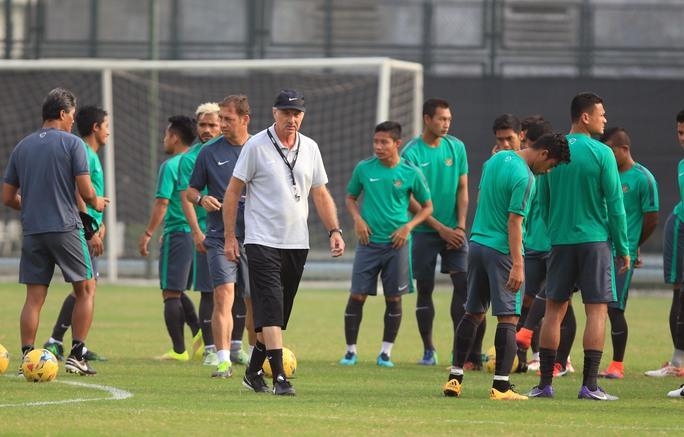 HLV Riedl đang chỉ đạo đội tuyển Indonesia