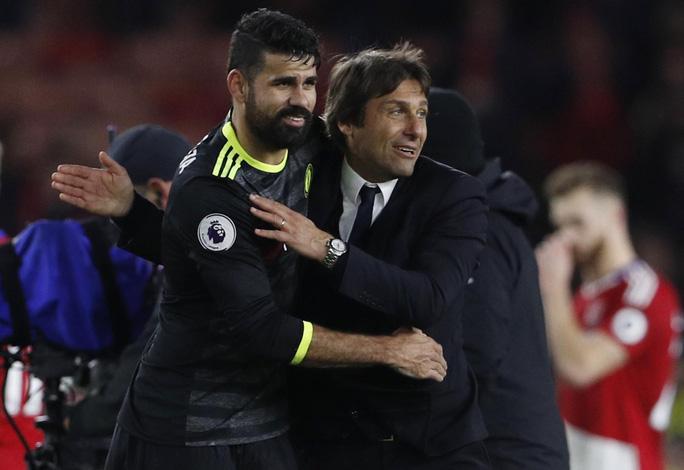 Diego Costa (trái) đang có khởi đầu mùa giải tốt nhất dưới tay HLV Conte Ảnh: REUTERS
