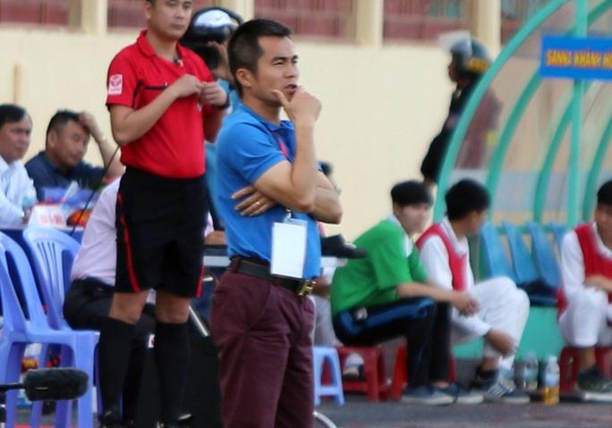 Thua U21 Phố Hiến, HLV Phạm Minh Đức chỉ trích học trò - Ảnh 1.