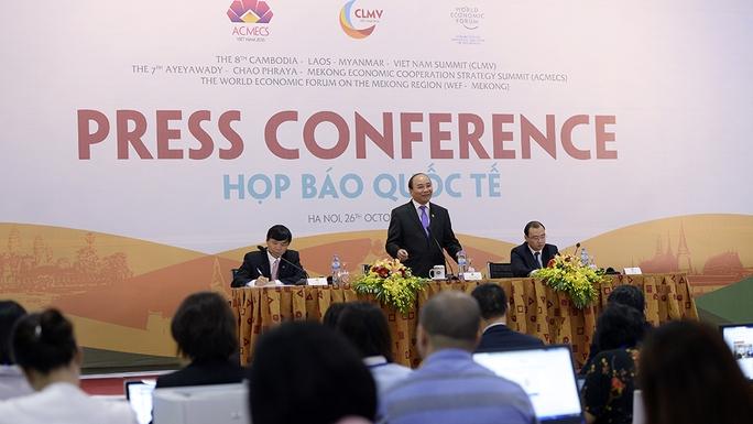 Thủ tướng Nguyễn Xuân Phúc chủ trì cuộc họp báo quốc tế về kết quả các Hội nghị ACMECS, CLMV, WEF-Mekong