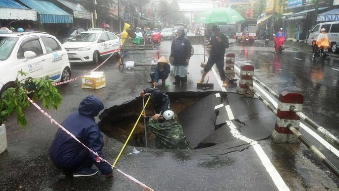Ách tắc giao thông một chiều ở đường Lê Hồng Phong, TP Nha Trang