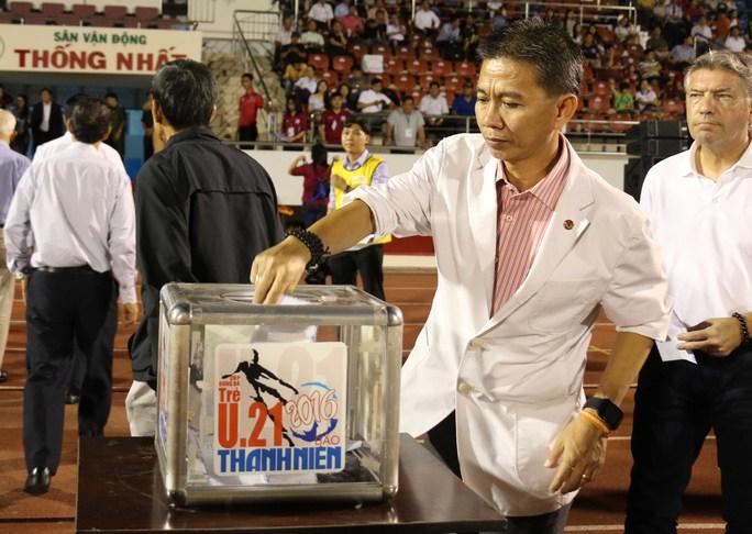 HLV Hoàng Anh Tuấn đáp trả những lời chỉ trích của HLV Phạm Minh Đức dành cho lứa U19 của ông