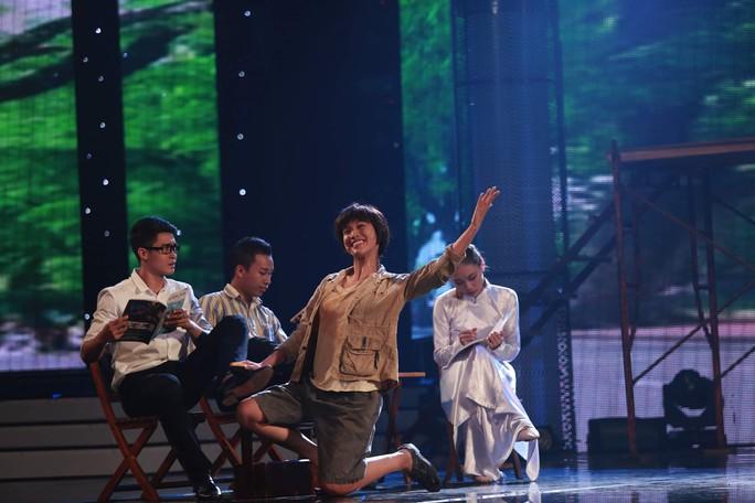 Hoàng Oanh thực hiện thử thách diễn kịch