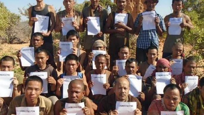 Nhóm thủy thủ tàu cá Naham 3 bị cướp biển Somalia cầm giữ. Ảnh: Oceans Beyond Piracy
