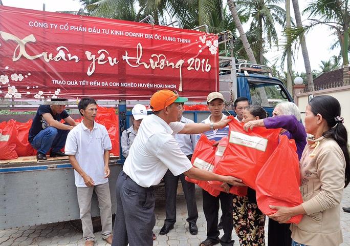 Bằng tấm lòng của mình, ngoài việc mỗi nhân viên, cán bộ tự nguyện quyên góp để sẻ chia với người dân miền Trung, Công ty Hưng Thịnh còn thực hiện một số chương trình thiện nguyện khác