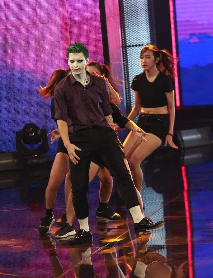 Huỳnh Anh thực hiện thừ thách nhảy múa