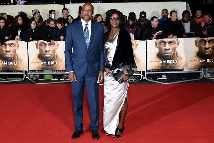 Ba mẹ Usain Bolt cũng có mặt trong ngày vui của con trai
