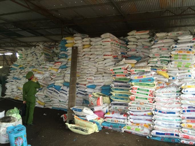 Kho phân bón kém chất lượng của cơ sở sản xuất Yên Tâm