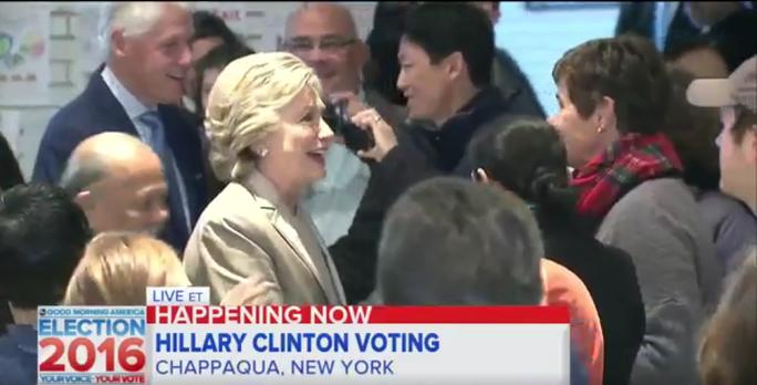 Bà Clinton tới điểm bỏ phiếu ở New York. Ảnh: FIRSTPOST