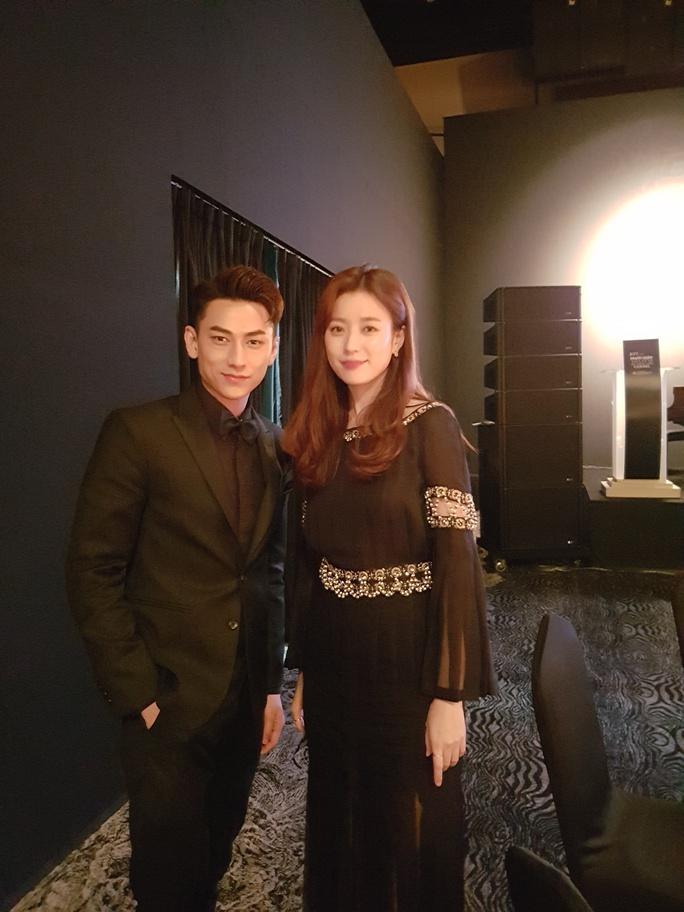 Chụp ảnh cùng ngôi sao của phim W- hai thế giới, Han Hyo Joo