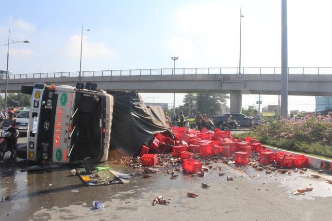 Tại nạn xảy ra ở giao lộ dưới cầu vượt