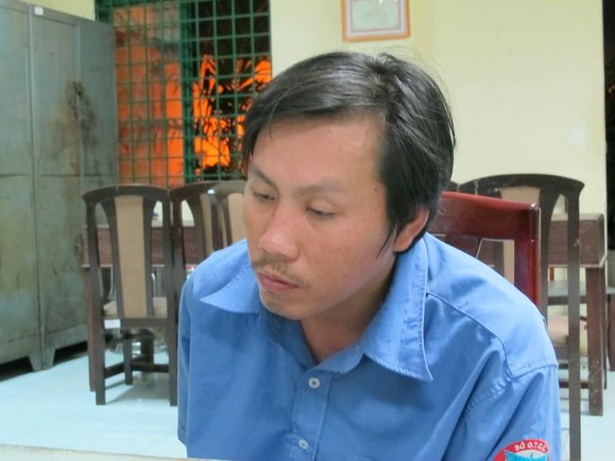 Tài xế Phạm Hồng Tư tại cơ quan công an