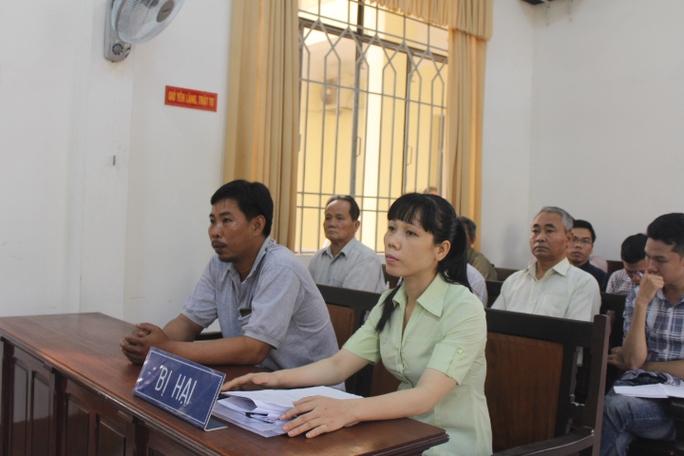 Bị hại là bà Nguyễn Thị Ánh Ngọc đến tham dự tòa từ sớm