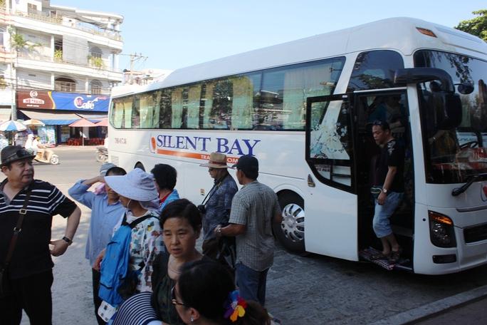Công ty Silent Bay do vợ và con trai ông Tuyến thành lập với nhiều vi phạm trong đó sử dụng lao động Trung Quốc trái phép