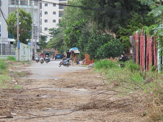 Bãi đất sau chùa Huê Nghiêm, nơi xảy ra vụ cô gái bị cưỡng hiếp đâm chết bạn trai