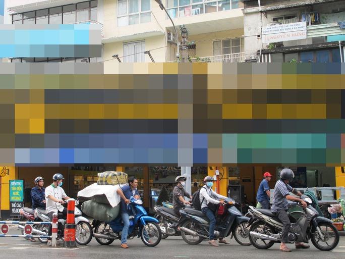 Một cửa hàng trên đường Nguyễn Thị Minh Khai (quận 3, TP HCM), nơi Dương Gia Huy làm giả hồ sơ để mua điện thoại trả góp