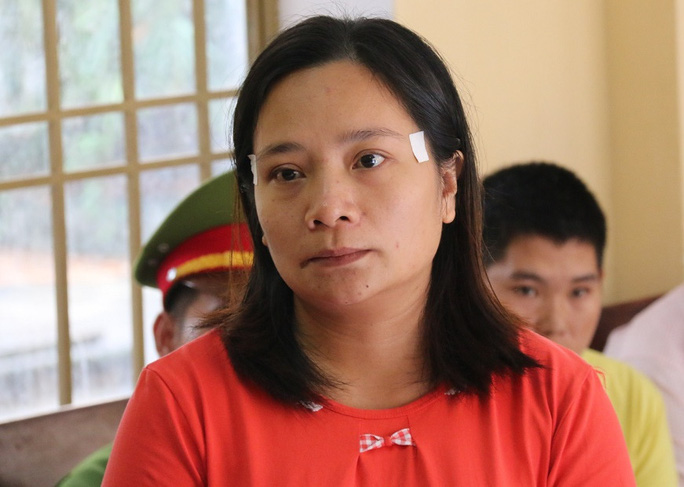 Văn Thị Hoài Thương bị phạt tổng cộng 30 tháng tù