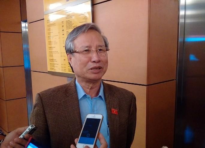 Chủ nhiệm Uỷ ban kiểm tra Trung ương Trần Quốc Vượng trao đổi với báo chí bên hành lang Quốc hội - Ảnh: Nguyễn Quyết
