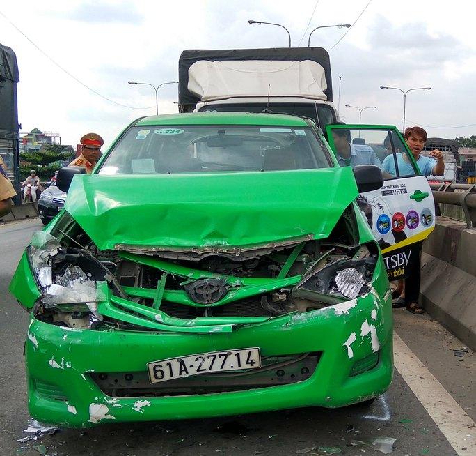 Chiếc taxi bị hư hỏng nặng nhất trong vụ va chạm