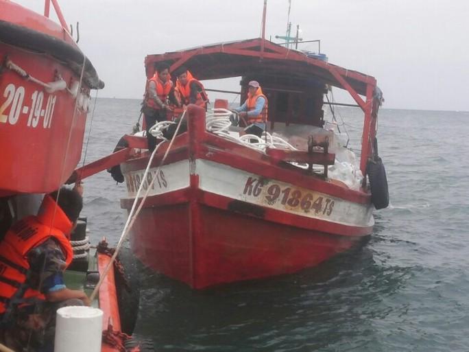 Tất cả 7 người trên tàu cá KG- 91864TS được được cứu sống