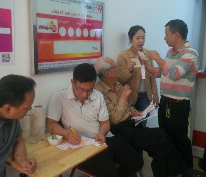 Những khách hàng đầu tiên ở Hà Nội