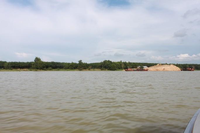 Mực nước hồ Dầu Tiếng là 23,46m - tức đang ở mức báo động 2- nên phải tiến hành xả lũ.