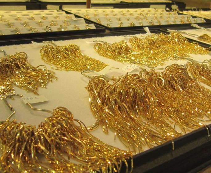Giá vàng vượt 49 triệu đồng/lượng - Ảnh 1.