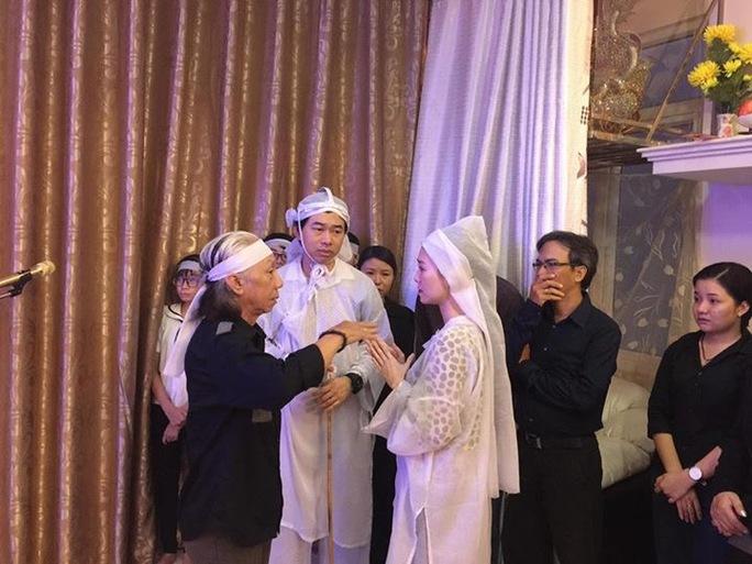 NSƯT Trường Sơn dặn dò hai cháu trước giờ tiễn biệt NSND Thanh Tòng