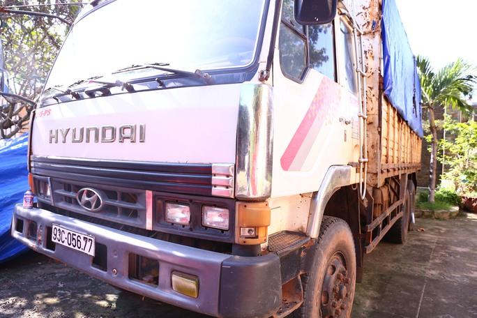 Chiếc xe tải chở gỗ bị phát hiện