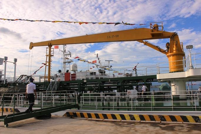 Tàu cảnh sát biển 7011 phục vụ hậu cần, kỹ thuật