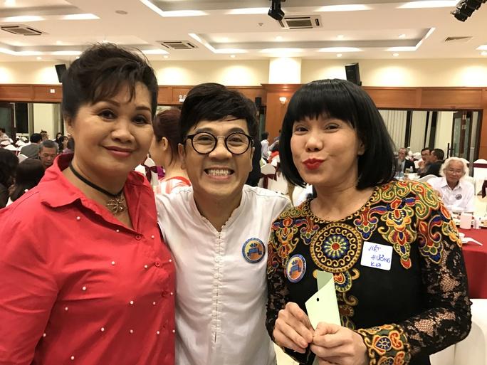 NSƯT Thành Lộc, NS Xuân Hương và Việt Hương trong ngày hội ngộ