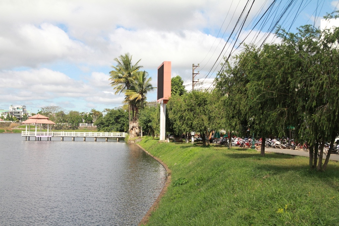 Hồ Đồng Nai TP Bảo Lộc (Lâm Đồng) đẹp nước sâu và lạnh rất nguy hiểm.