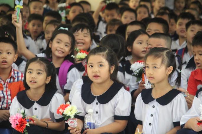 Mỗi năm tăng 15.000 học sinh không có hộ khẩu TP HCM - Ảnh 1.