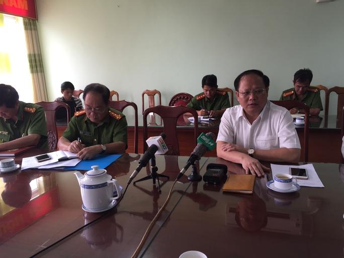 Ông Tất Thành Cang – Phó bí thư Thường trực Thành ủy TP HCM - có mặt tại Cảnh sát PCCC TP HCM để nắm bắt bắt thông tin vụ cháy