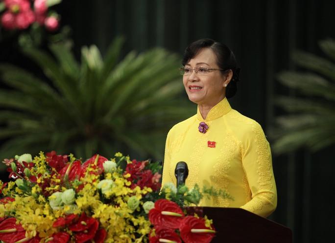 Bà Nguyễn Thị Quyết Tâm, Chủ tịch HĐND TP, đề nghị các đại biểu HĐND TP tập trung thảo luận, tìm ra giải pháp các vấn đề ngập nước, kẹt xe...