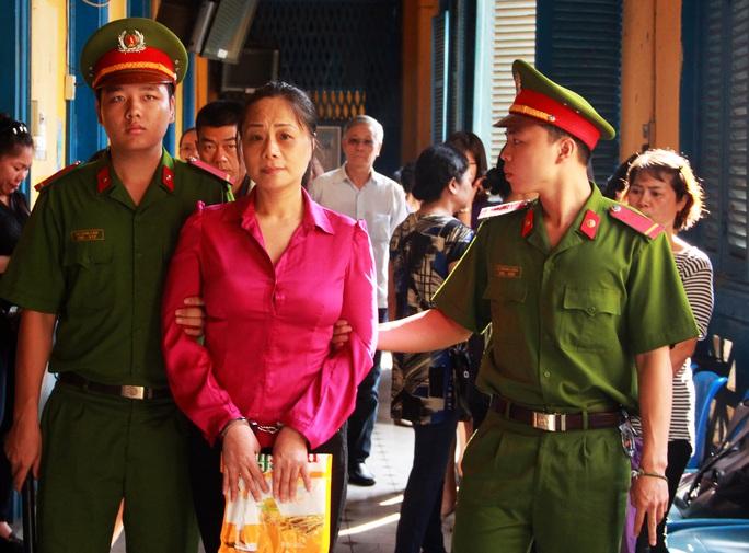 'Hoa hậu quý bà' Trương Thị Tuyết Nga sau phiên tòa sơ thẩm.