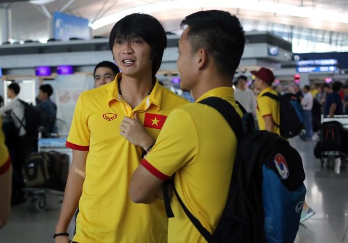 Tuấn Anh tại sân bay quốc tế Yangoon