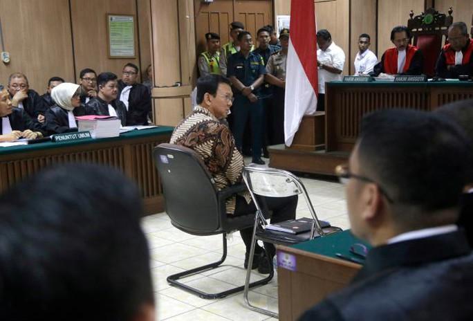 Ông Purnama tại phiên xử ngày 13-12. Ảnh: REUTERS