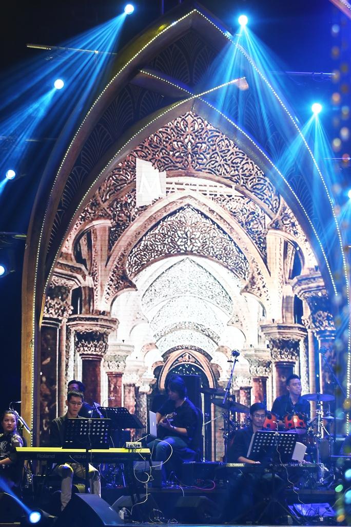 Một sân khấu hoàn hảo về âm thanh, ánh sáng, hình ảnh