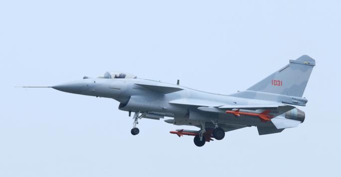 Một chiếc máy bay J-10. Ảnh: Quwa