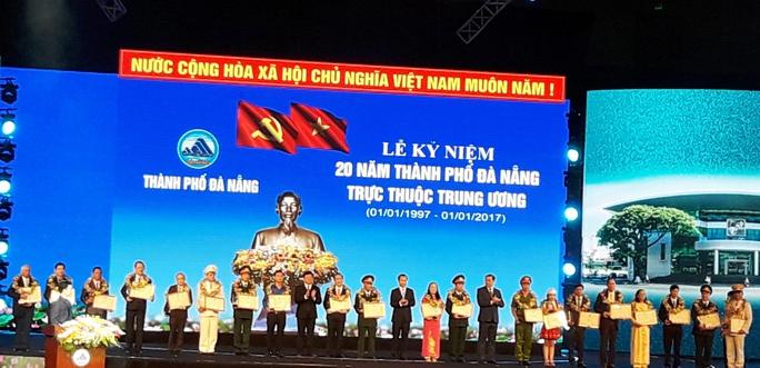 Khen thưởng 20 cá nhân tiêu biểu của Đà Nẵng